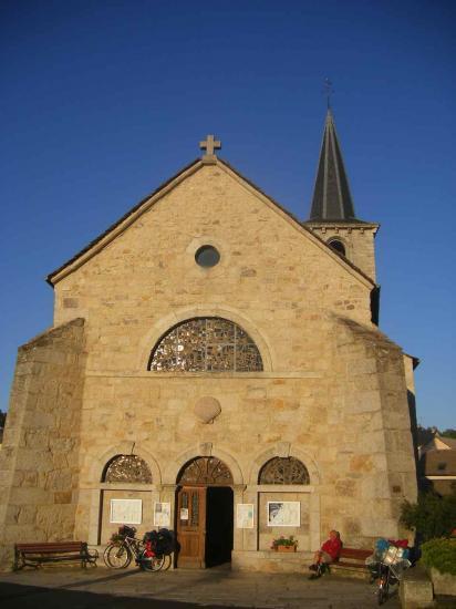 Aumont-Aubrac L'église Saint-Étienne est un ancien prieuré bénédictin