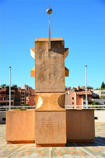 Bloc gnomonique : sculpture qui comporte plus d'un cadran solaire..