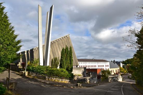 De G à D, Notre Dame de l'Annonciation, le couvent et Notre Dame des Trois-Epis