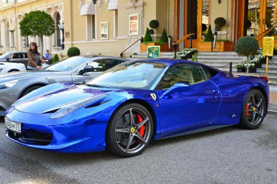 Ferrari 418 Italia  Vitesse : 325 km:h  Accélération 0 à 100 km:h en 3,4 s