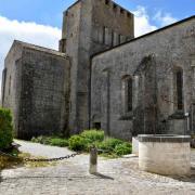 L'église fortifiée St Pierre date du XI° siècle