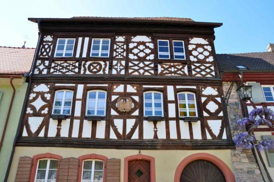 La maison aux cinq tours