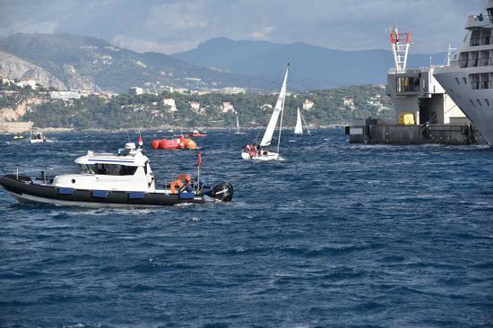 """Le bateau de la sécurité règle le """"trafic"""""""