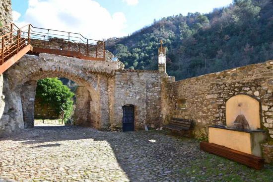Le château est ruiné mais va être restauré.