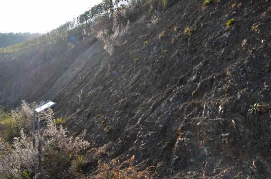 Le massif est d'origine volcanique mais également consitué  ...