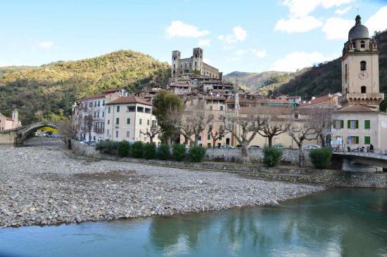 Le village médiéval de Dolceacqua date du XII°siècle...