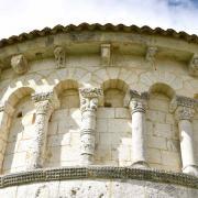 Les arcatudes avec colonnes du côté nord...