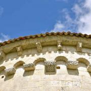 Modillons de la corniche axiale du chevet. Arcatudes sans colonnes