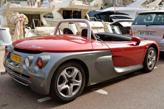 Renault Spider poids 950 kg  moteur 150 cv Vitesse 216 km:h