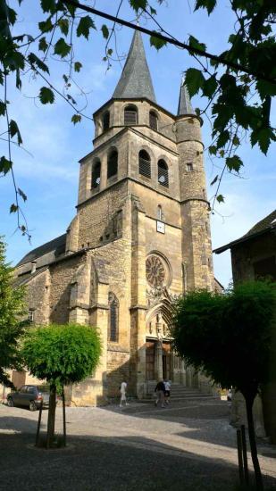 St Côme d'Olt, l'église Saint Côme et Saint Damien a été bâtie au XVI° siècle