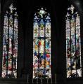 Verrières du choeur du XXè Au centre la cruxifixion